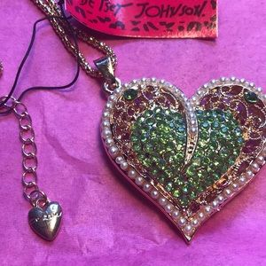 Betsey Johnson green crystal/pearl heart necklace